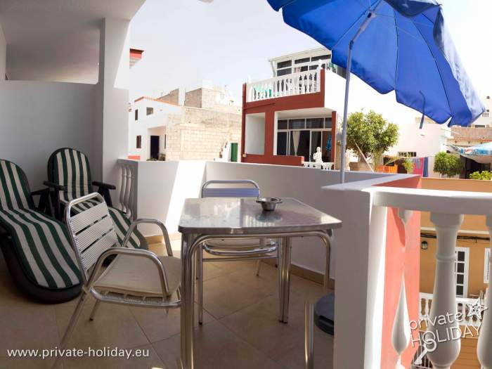 Strandnahe Ferienwohnung Auf Teneriffa Mit Möbliertem Balkon
