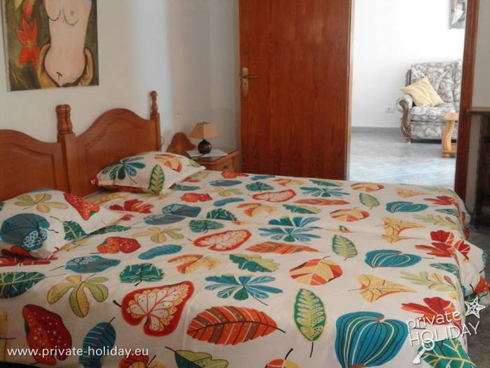 ferienwohnung in einer apartmentanlage mit einer terrasse. Black Bedroom Furniture Sets. Home Design Ideas