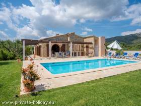 Finca mit Pool in toller Landschaft