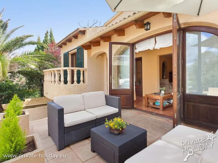 Ferienhaus In Ruhiger Lage Mit Pool Terrasse Und Meerblick