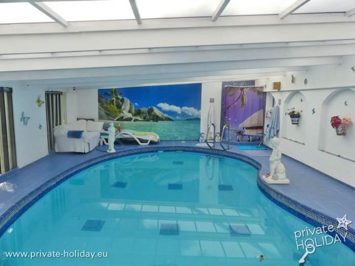 Ferienhaus mit Indoor-Pool, Sauna, Garten und Traumblick