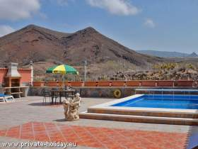 Luxus-Villa mit Pool, möblierter Terrasse und Grillmöglichkeit