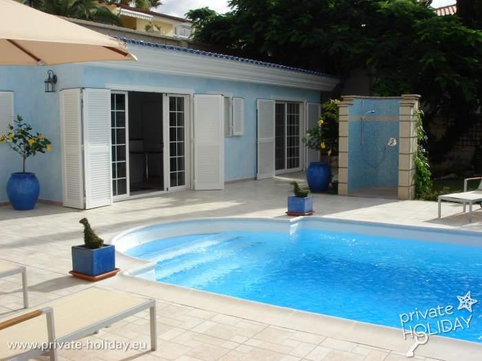 Favorit Ferienbungalow mit Pool, Terrasse und Garten in ruhiger Lage AS98