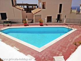 Ferienhaus mit Gemeinschaftspool, Terrasse und Balkon in Chayofa